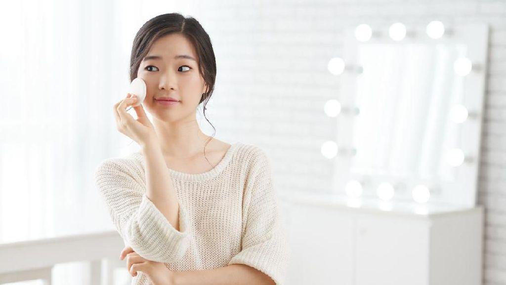 10 Foto Ini Buktikan Wanita Dapat Perlakuan Beda Saat Pakai Makeup