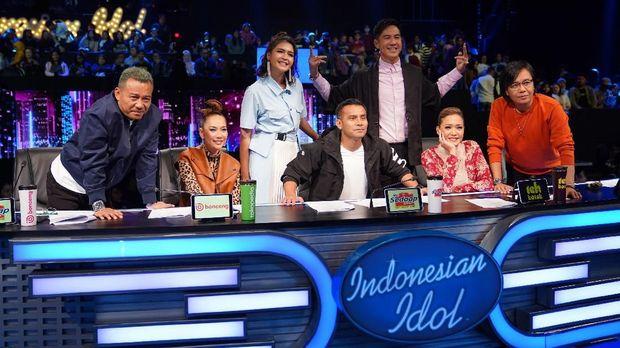 Indonesian Idol mengaudisi pesertanya sebelum lolos dan dipilih oleh masyarakat melalui voting.