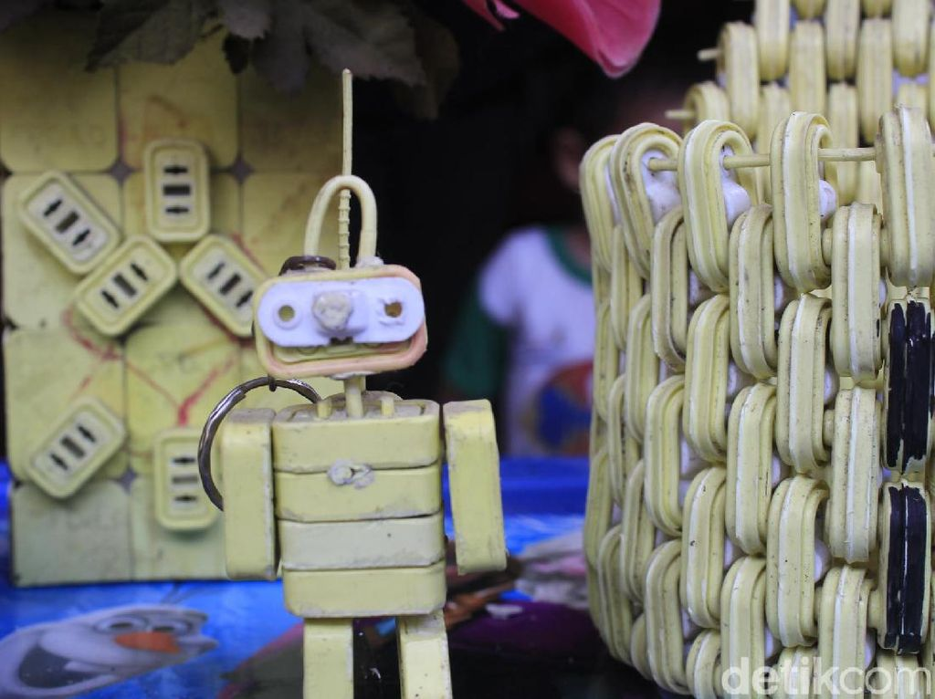 Mainan Limbah Segel Plastik, Upaya Kreatif Eka  Selamatkan Lingkungan