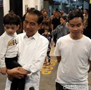Usai Dampingi Gibran Umumkan Nama Bayi, Jokowi Tinggalkan RS PKU Solo