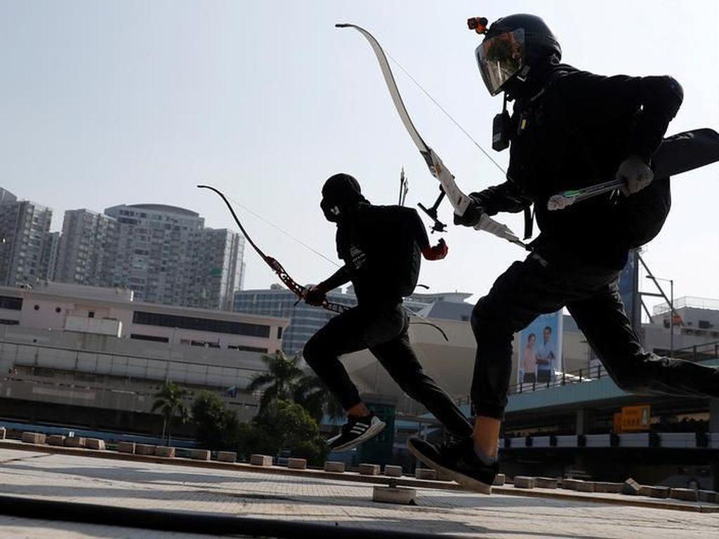 Pengunjuk Rasa Hong Kong Menguasai Kampus-Kampus