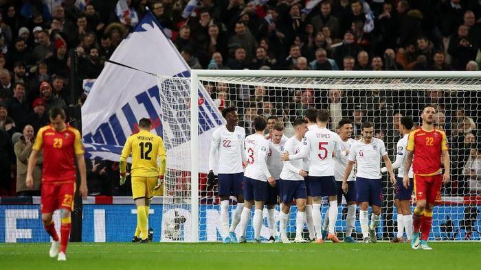 Inggris sukses berpesta 7-0 saat menghadapi Montenegro (Foto: Reuters/Carl Recine)
