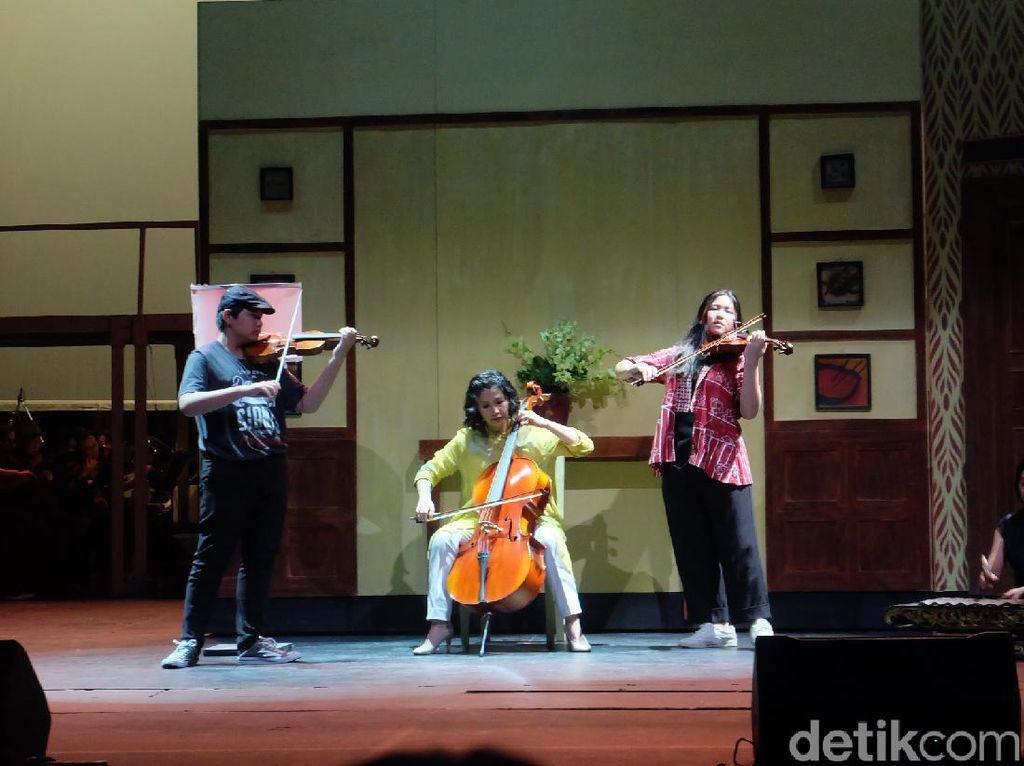 Veronica Tan Gandeng Kedua Anaknya Tampil di Operet Aku Anak Rusun 2