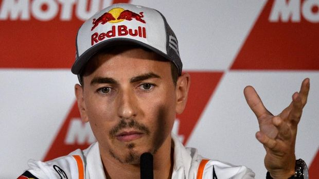 Three-time MotoGP champion and Repsol Honda MotoGP rider Jorge Lorenzo holds a press conference where he announces his retirement, ahead of the Valencia Grand Prix, at the Ricardo Tormo racetrack, in Cheste near Valencia, on November 14, 2019. (Photo by JOSE JORDAN / AFP)