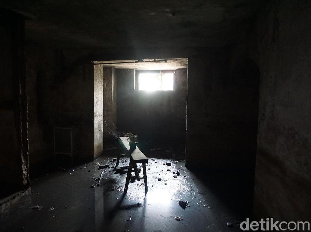 Masuk ke Bunker Peninggalan Belanda di Stasiun Tanjung Priok