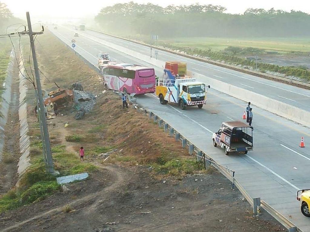 Kecepatan Bus Dibatasi Biar Sopir Nggak Ugal-ugalan di Tol
