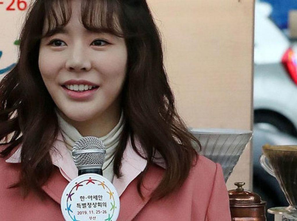 Sunny SNSD Jadi Barista Cantik yang Sajikan Kopi ASEAN