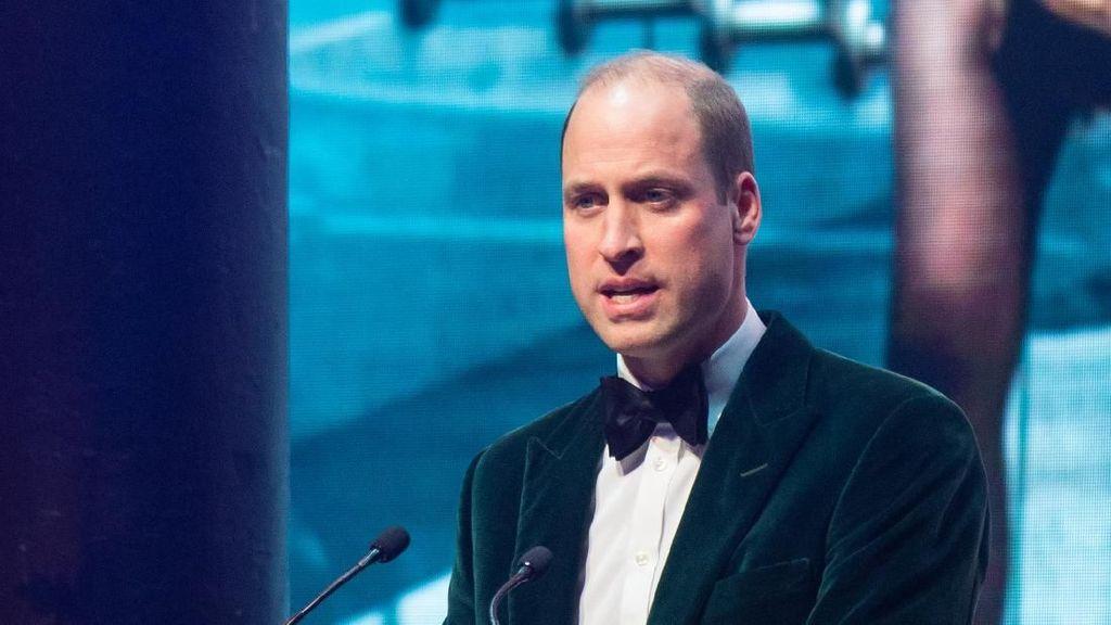 Tampil Beda, Pangeran William Stylish Pakai Jas Hijau Rp 5 Juta