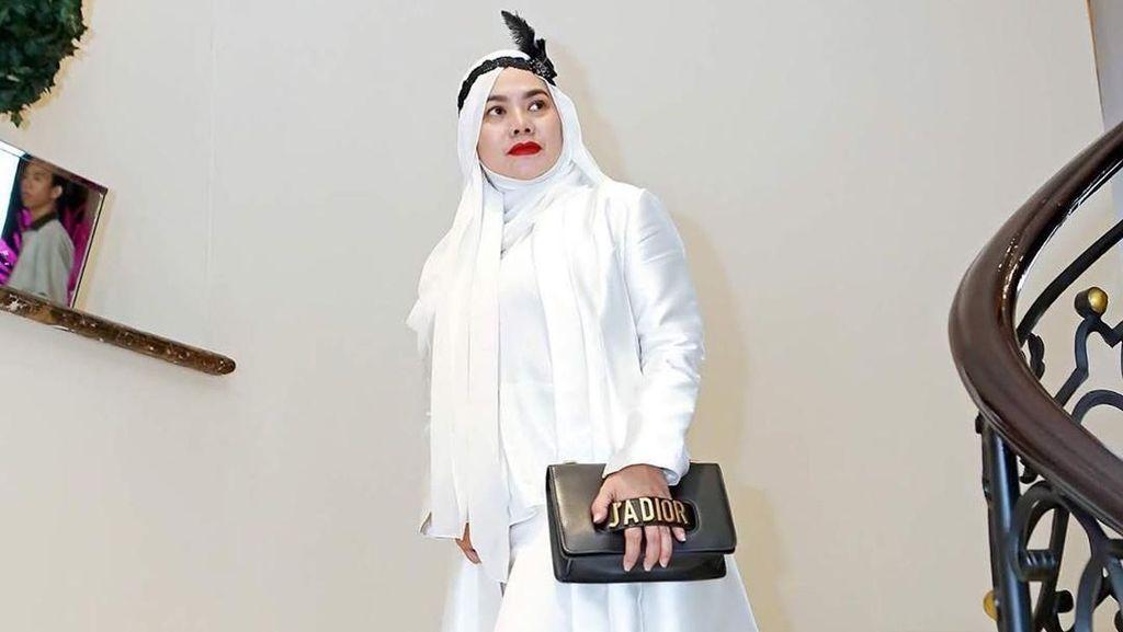 Potret Gaya Mewah Sarita Abdul Mukti yang Lagi Dekat dengan Vicky Prasetyo