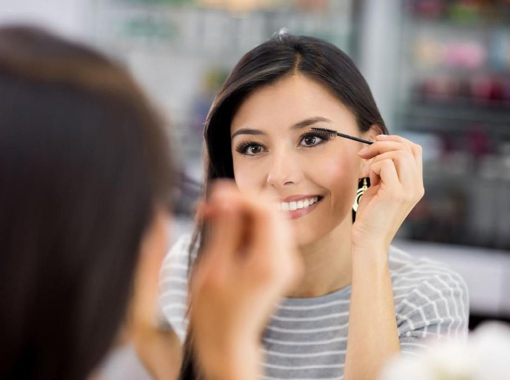 Belanja Kosmetik di Korea Selatan, Traveler Pakai Cermin Ajaib