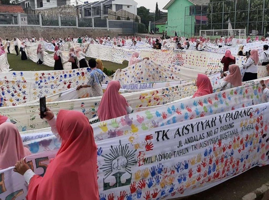 Wow! Ini Cap Tangan Terpanjang di Indonesia