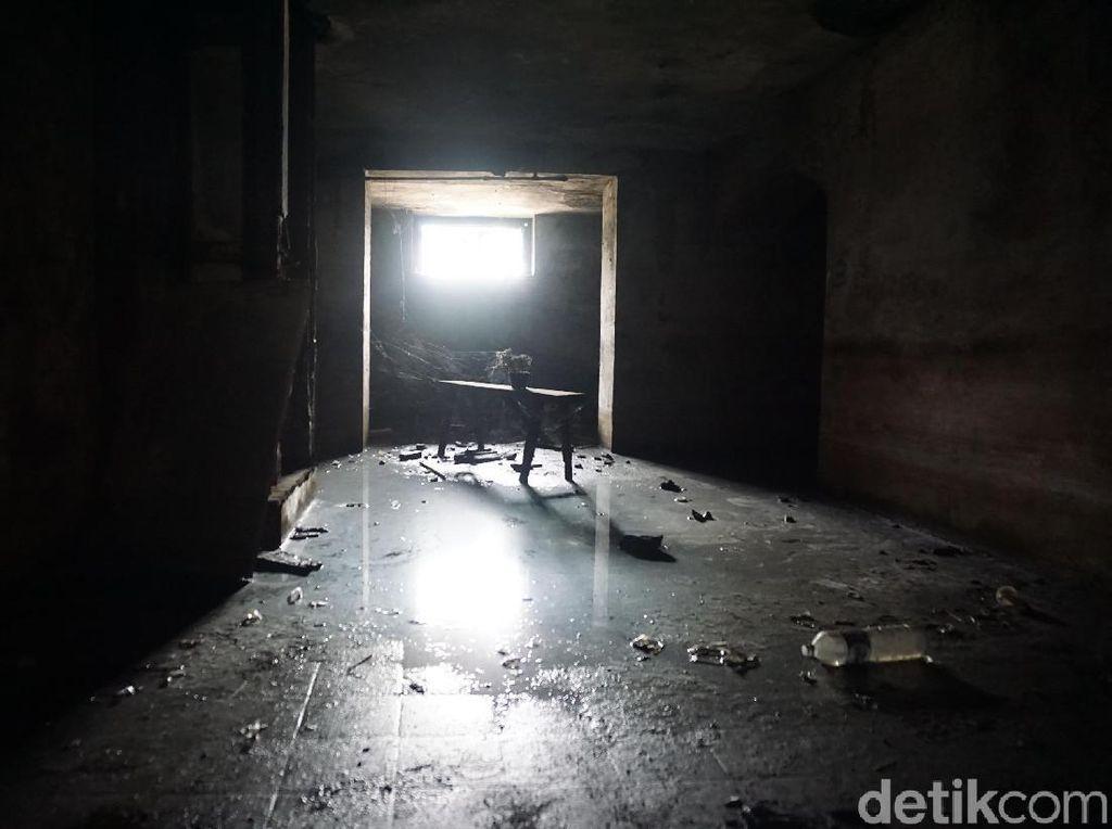 Foto: Bunker Zaman Old di Stasiun Tanjung Priok
