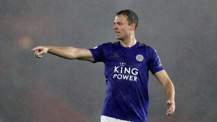 SOUTHAMPTON, ENGLAND - OCTOBER 25: Jonny Evans of Leicester City looks on during the Premier League match between Southampton FC and Leicester City at St Marys Stadium on October 25, 2019 in Southampton, United Kingdom. (Photo by Naomi Baker/Getty Images)