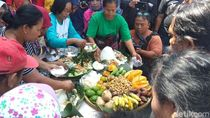 Momen Pedagang Pasar Gede Syukuran Kelahiran Cucu Jokowi