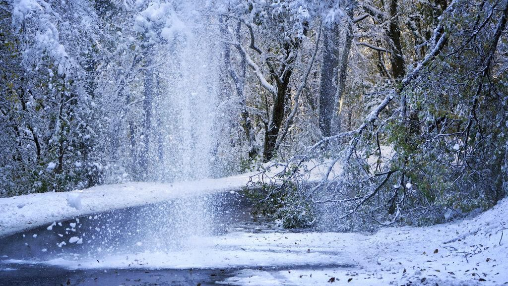 Salju Tebal Selimuti Prancis, 1 Orang Tewas dan 300 Ribu Rumah Tanpa Listrik