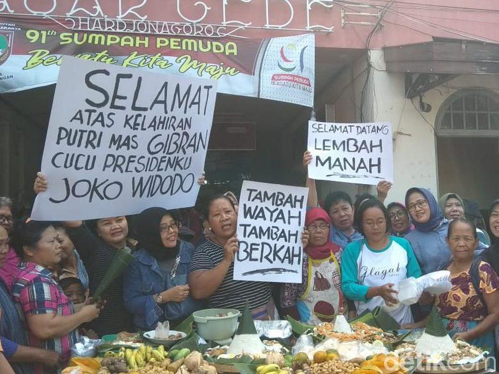 Pedagang Pasar Gede Solo Syukuran Kelahiran Cucu Ketiga Jokowi