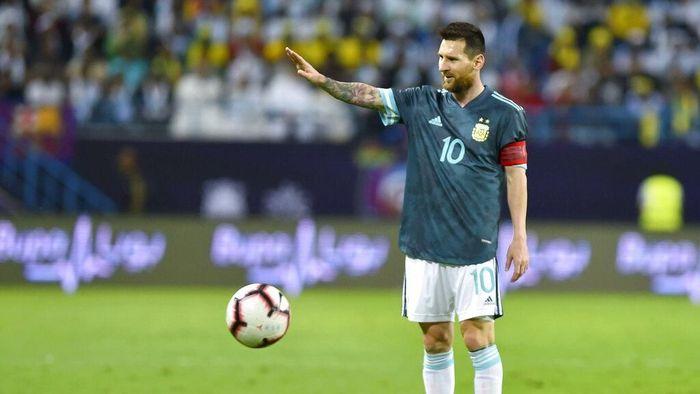 Lionel Messi menyuruh diam pelatih Brasil Tite (AP Photo)
