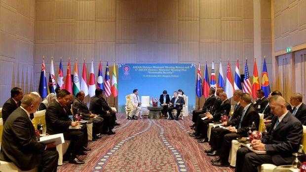 Prabowo melakukan pertemuan bilateral dalam ADMM Plus di Bangkok