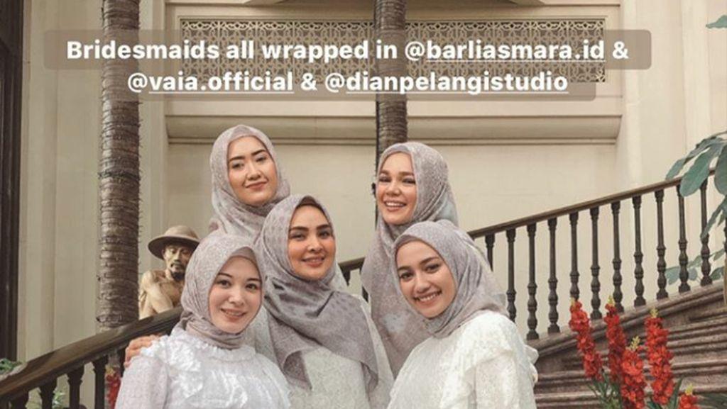 Gaya Para Selebgram Hijab Jadi Bridesmaid di Penikahan Dian Pelangi
