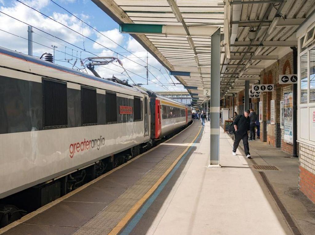 Kisah Kereta Kelewat Padat yang Bikin Penumpang Kena Denda