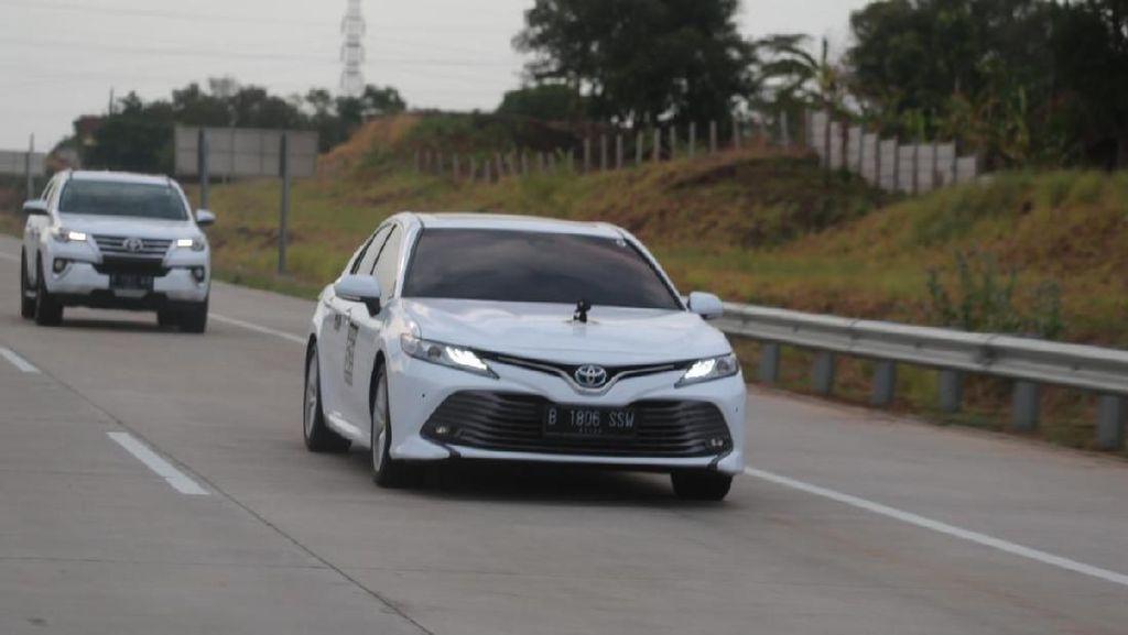 Rombongan Toyota Jepang Jajal Jalanan Indonesia