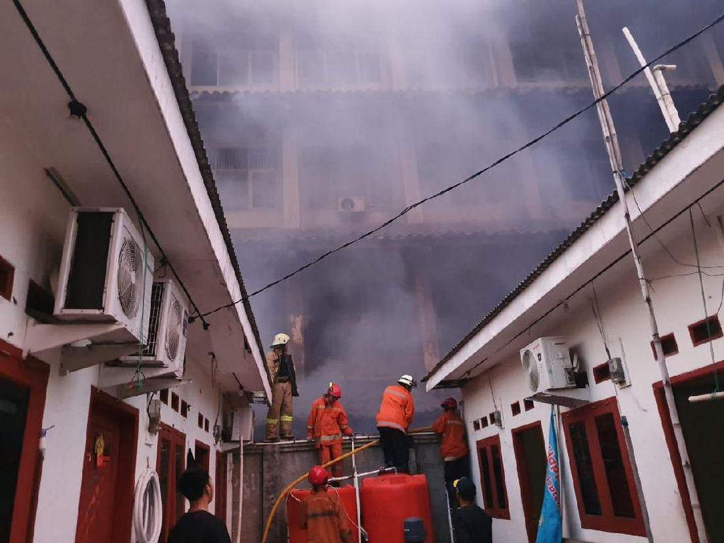 Video Kebakaran SMK Yadika 6 Bekasi, 14 Orang Terluka