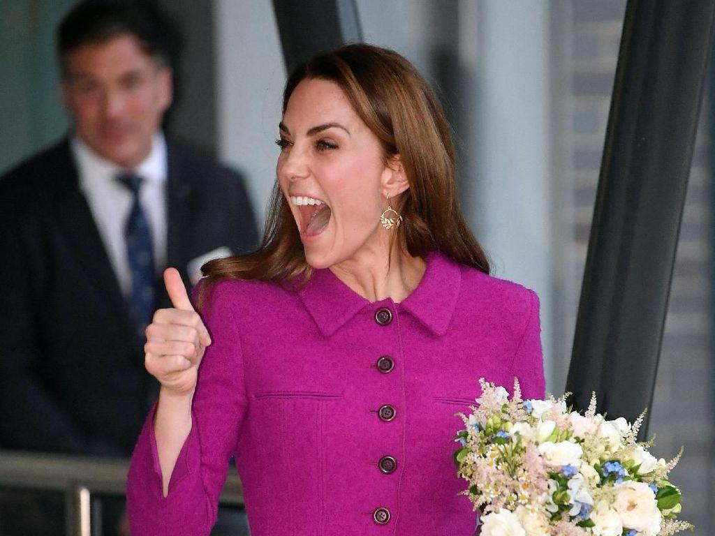 Foto: Gaya Kate Middleton saat Naik Transportasi Publik