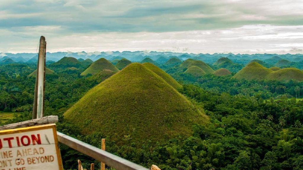 Potret Bukit Cokelat yang Mitosnya dari Air Mata Raksasa