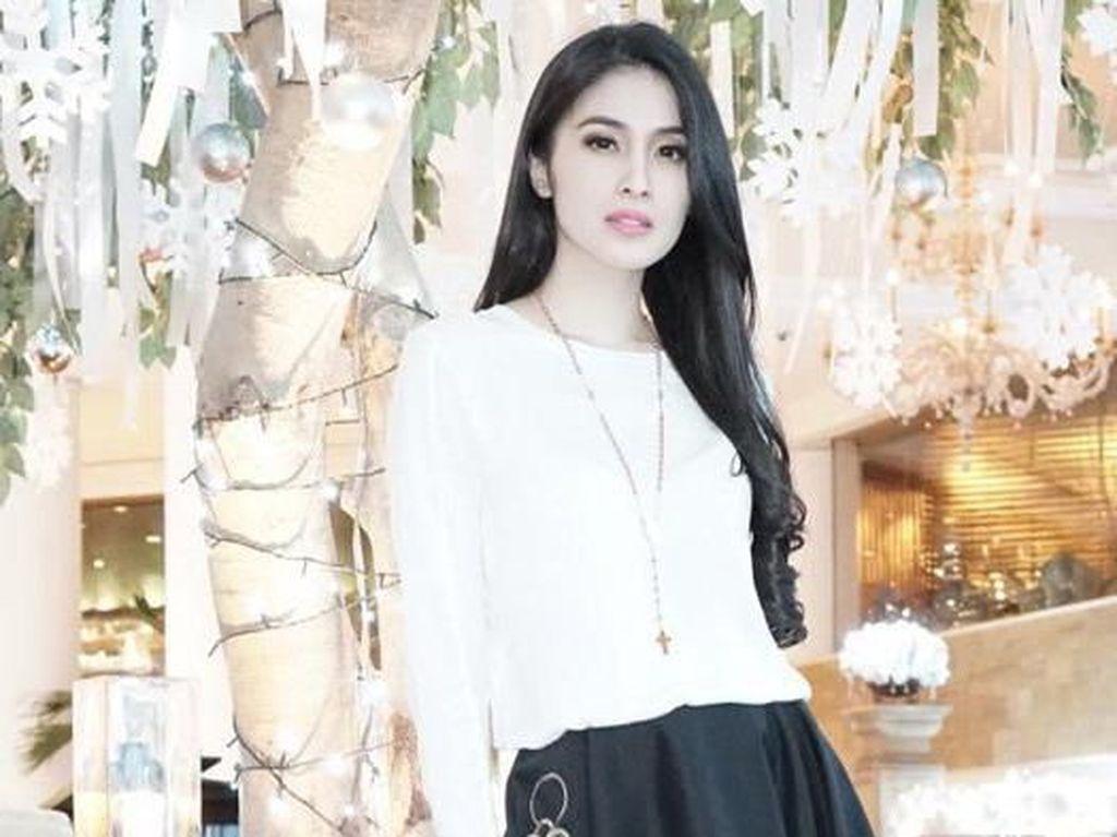 Lakukan Social Distancing, Sandra Dewi Seperti Liburan di Rumah
