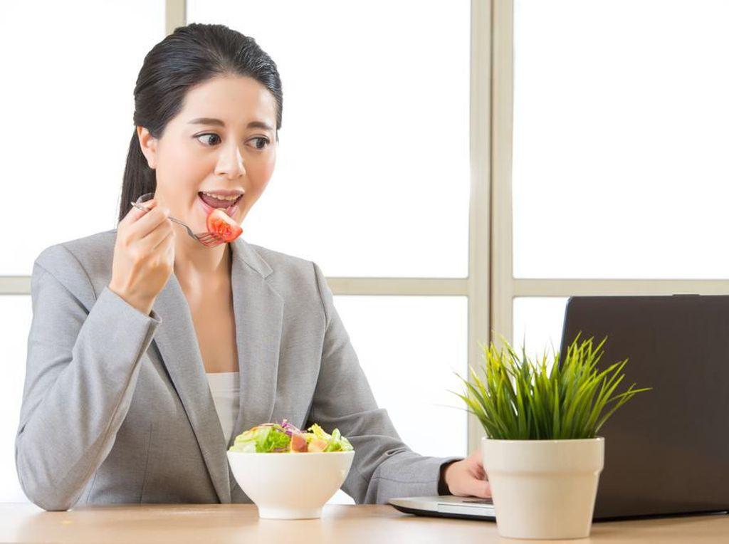 Camilan Sehat saat Jam Kantor Bisa Tingkatkan Konsentrasi?