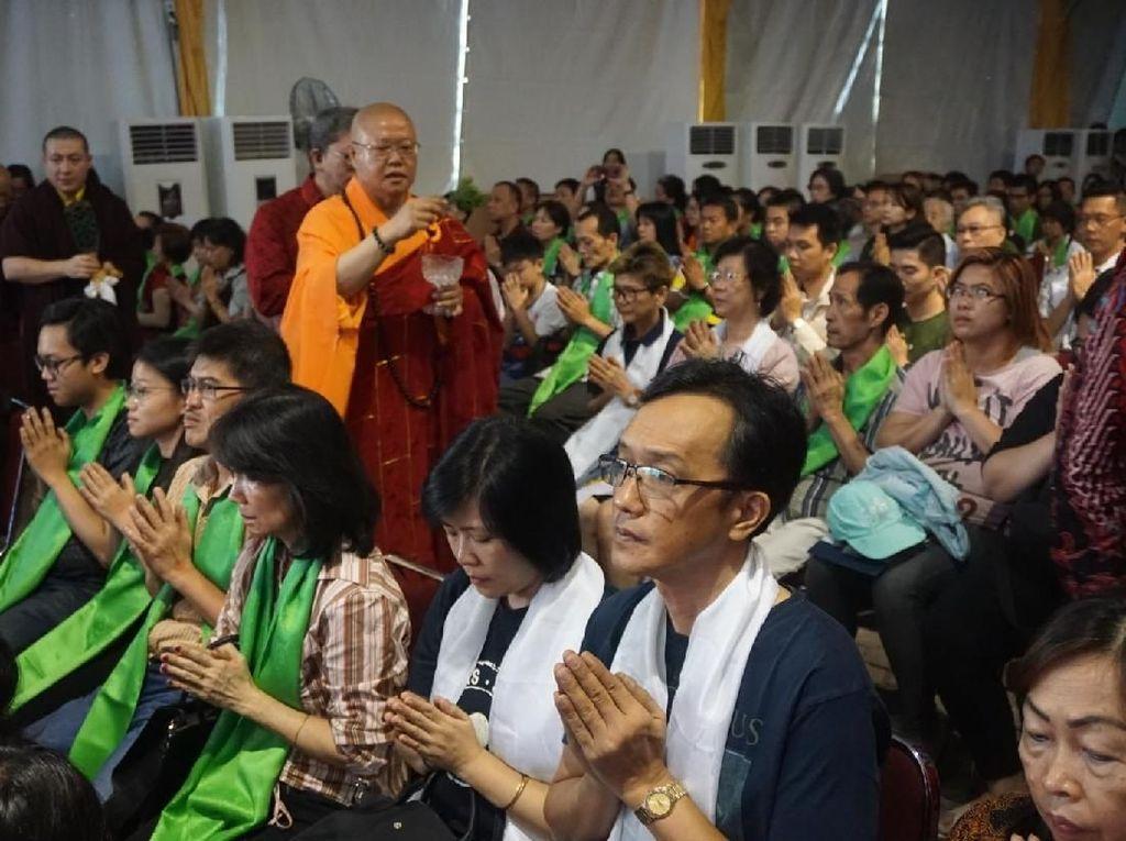 Momen Pemberkahan di Wihara Ekayana Arama