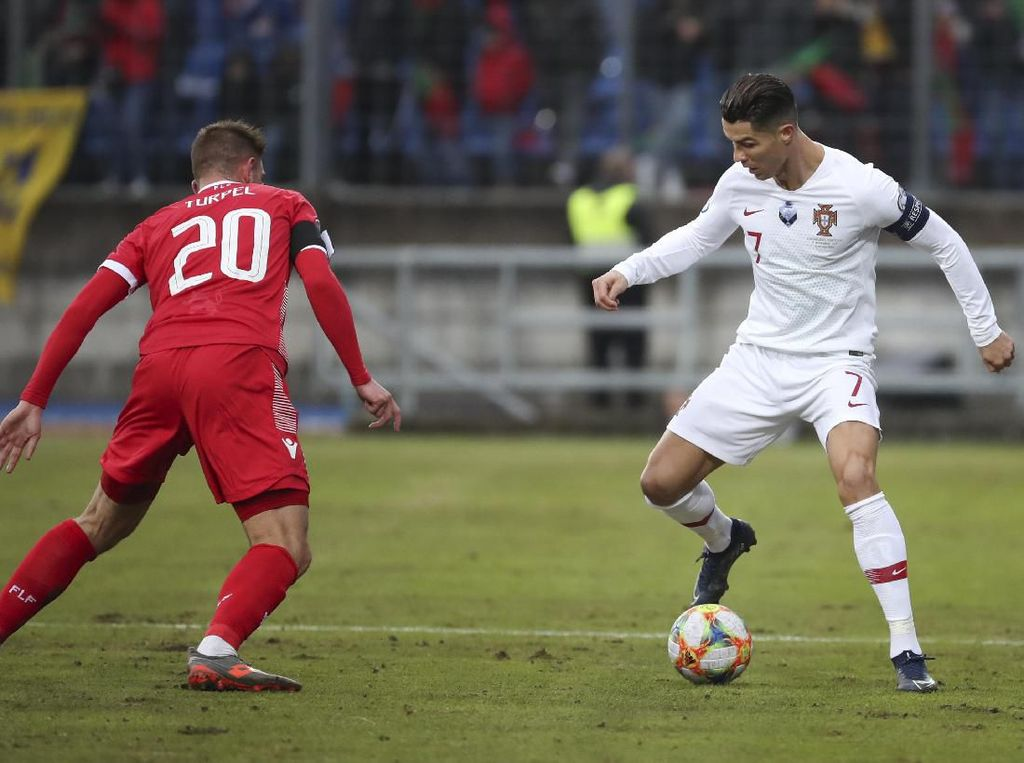 Ronaldo Keluhkan Ladang Kentang Luksemburg
