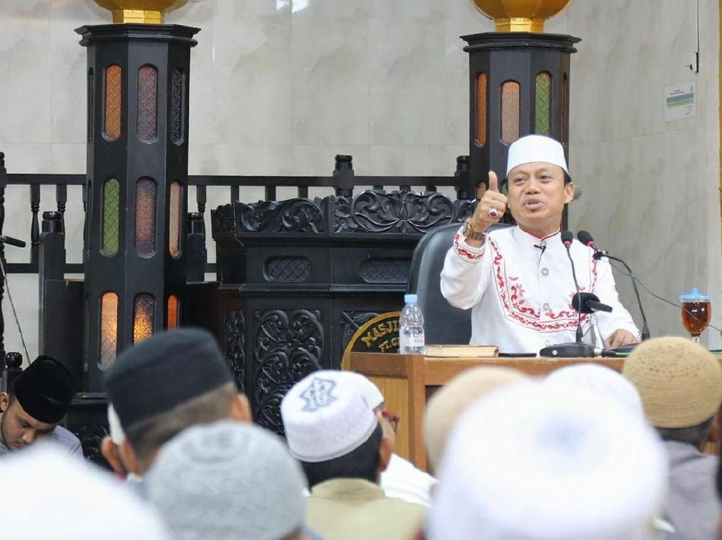 Momen Ustaz Dasad Bubarkan Jemaah Membeludak Demi Cegah Corona