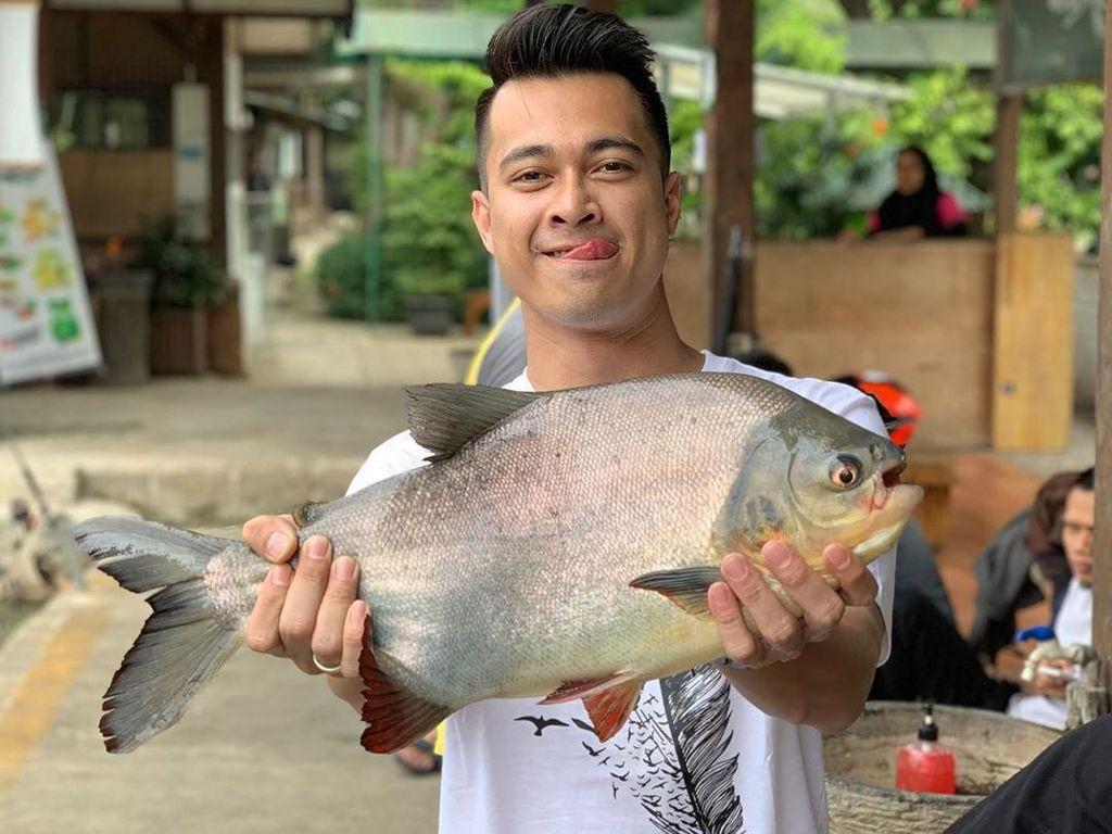 Si Penjual Ikan Ditahan, Istri Eza Gionino Baru Berani Keluar Rumah