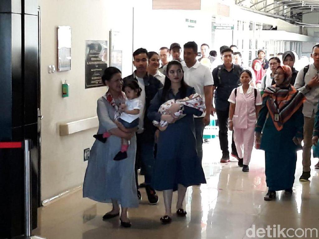 Dijemput Iriana, Lembah Manah Cucu Jokowi Tinggalkan RS PKU Solo