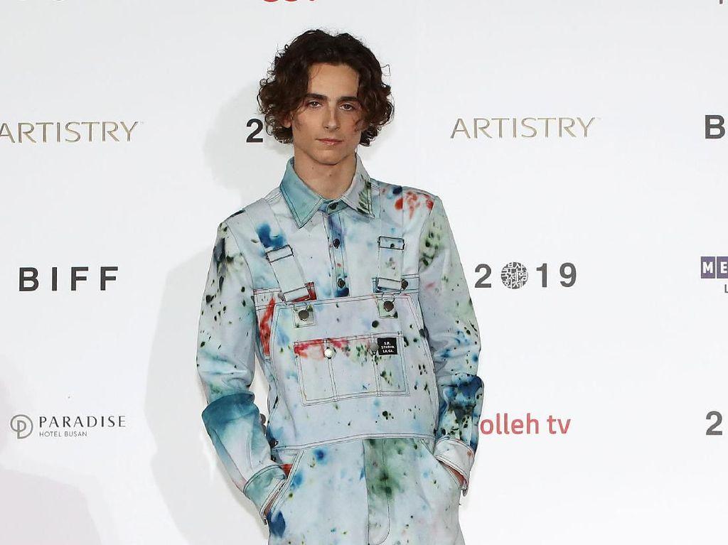 Heboh Timothee Chalamet Goda Pria Usai Putus dari Putri Johnny Depp