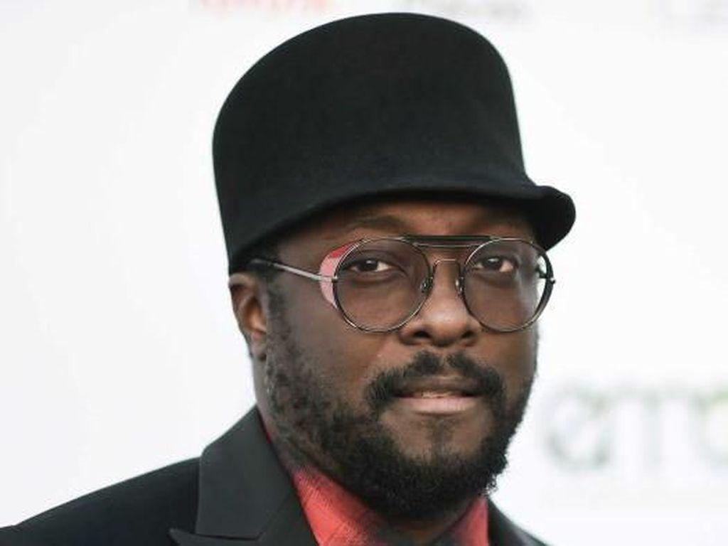 Qantas Bela Pramugari Yang Dituding Rasis Oleh Rapper Will.i.am