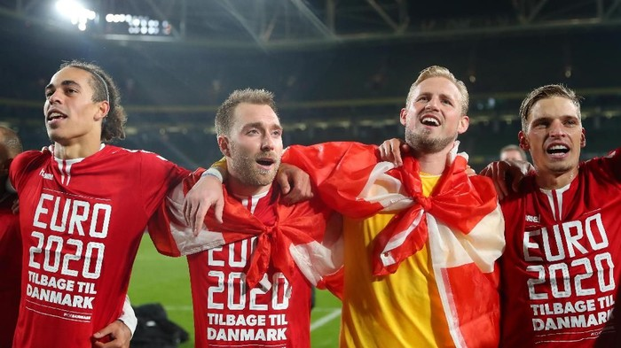 DUBLIN, IRELAND - NOVEMBER 18: Christian Eriksen of Denmark celebrates with Kasper Schmeichel of Denmark and team mates after the UEFA Euro 2020 qualifier between Republic of Ireland and Denmark at Dublin Arena on November 18, 2019 in Dublin, . (Photo by Catherine Ivill/Getty Images)