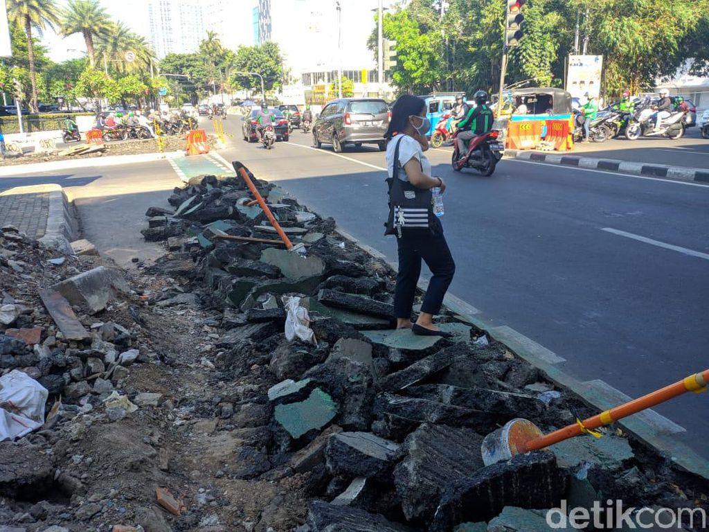 Jalur Sepeda Cikini Dibongkar demi Trotoar, Dishub DKI: Hanya Beberapa Meter