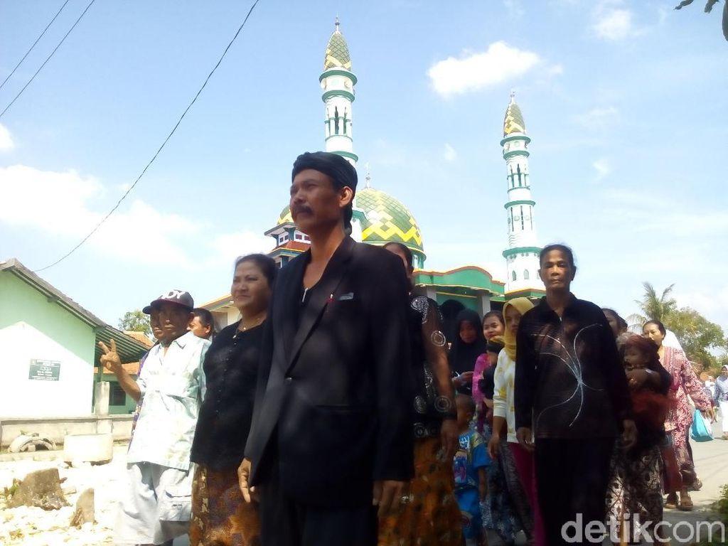 Pakai Busana Adat, Ramai-ramai Sedulur Sikep Samin Coblos Pilkades