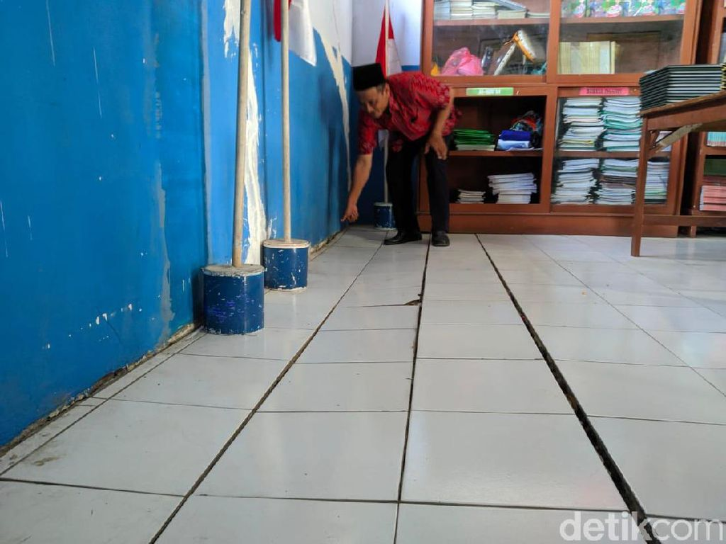 5 Ruang Kelas Madrasah di Mojokerto Retak-retak dan Amblas