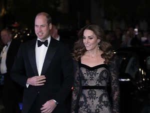 Arti Tersembunyi Bahasa Tubuh Kate Middleton di Kartu Natal 2019