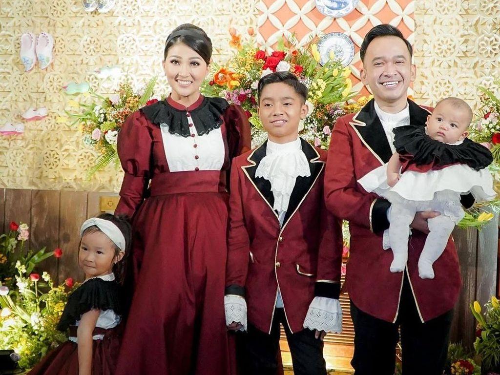 Pengalaman Pertama Betrand Peto Ikut Tradisi Natal Ruben Onsu