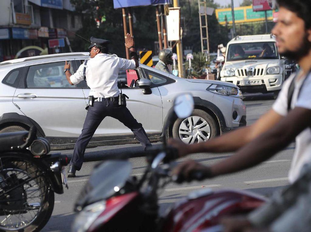 Video Cara Polisi Mumbai Bikin Kapok Orang yang Hobi Klakson