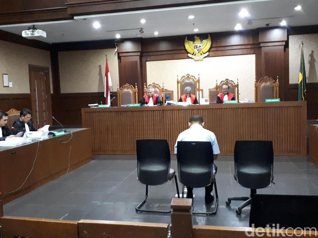 Pengusaha Kock Meng Didakwa Suap Gubernur Kepri Nonaktif SGD 11.000