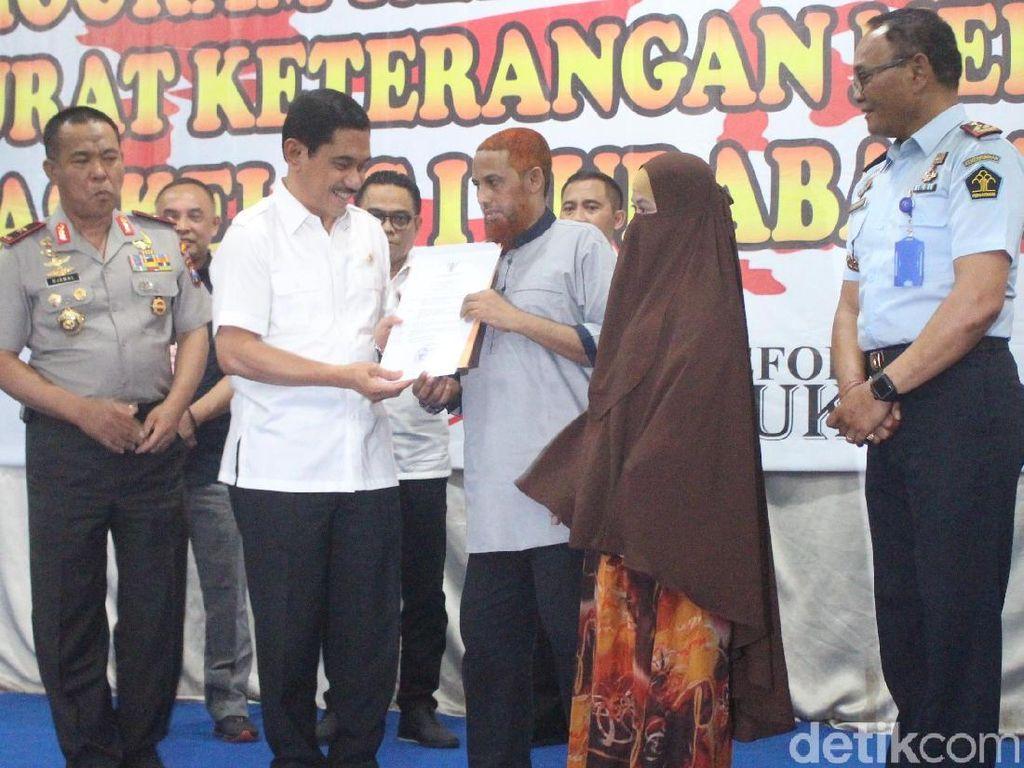 Istri Bomber Bali II Umar Patek Resmi Jadi Warga Indonesia