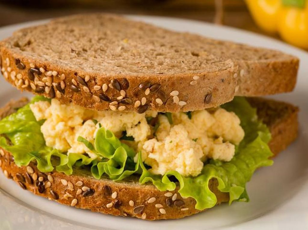Sandwich Salad Telur Gaya Resto Buat Sarapan Sehat