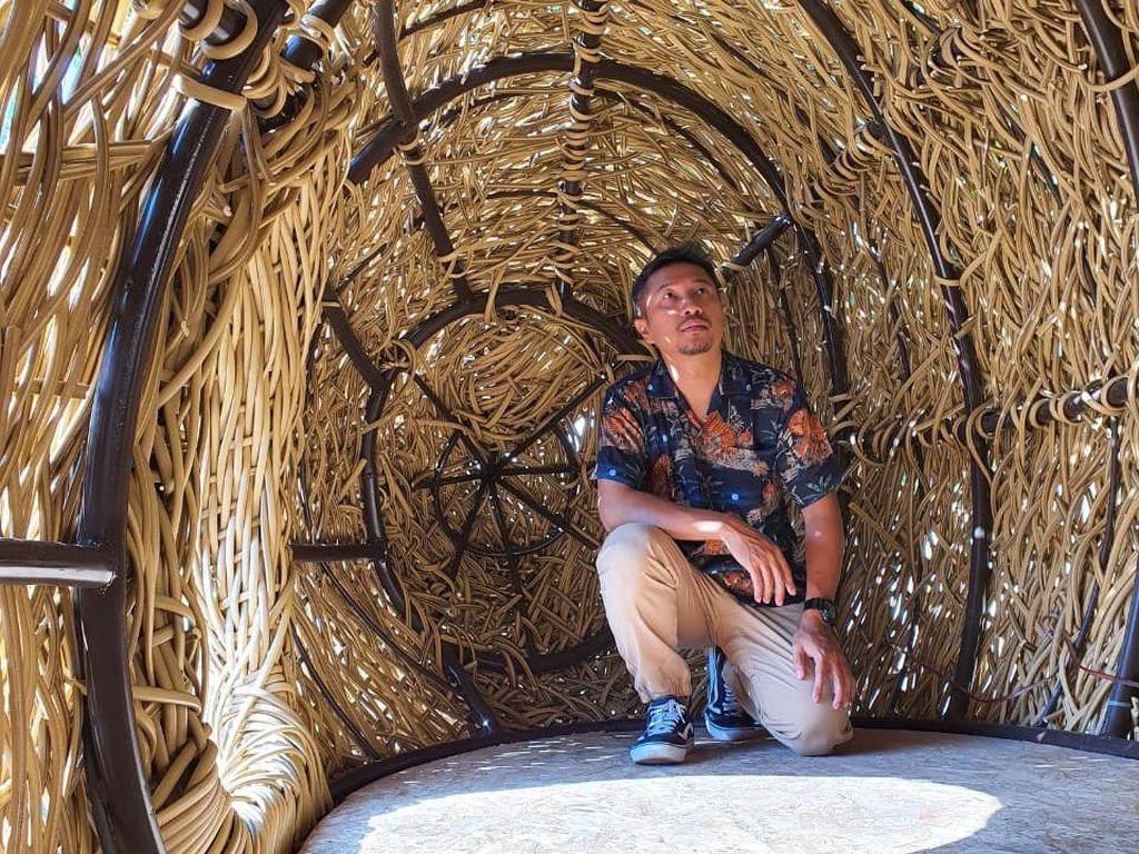 Joko Avianto Kembali Lagi dengan Karya Instalasi Kendaraan Langit