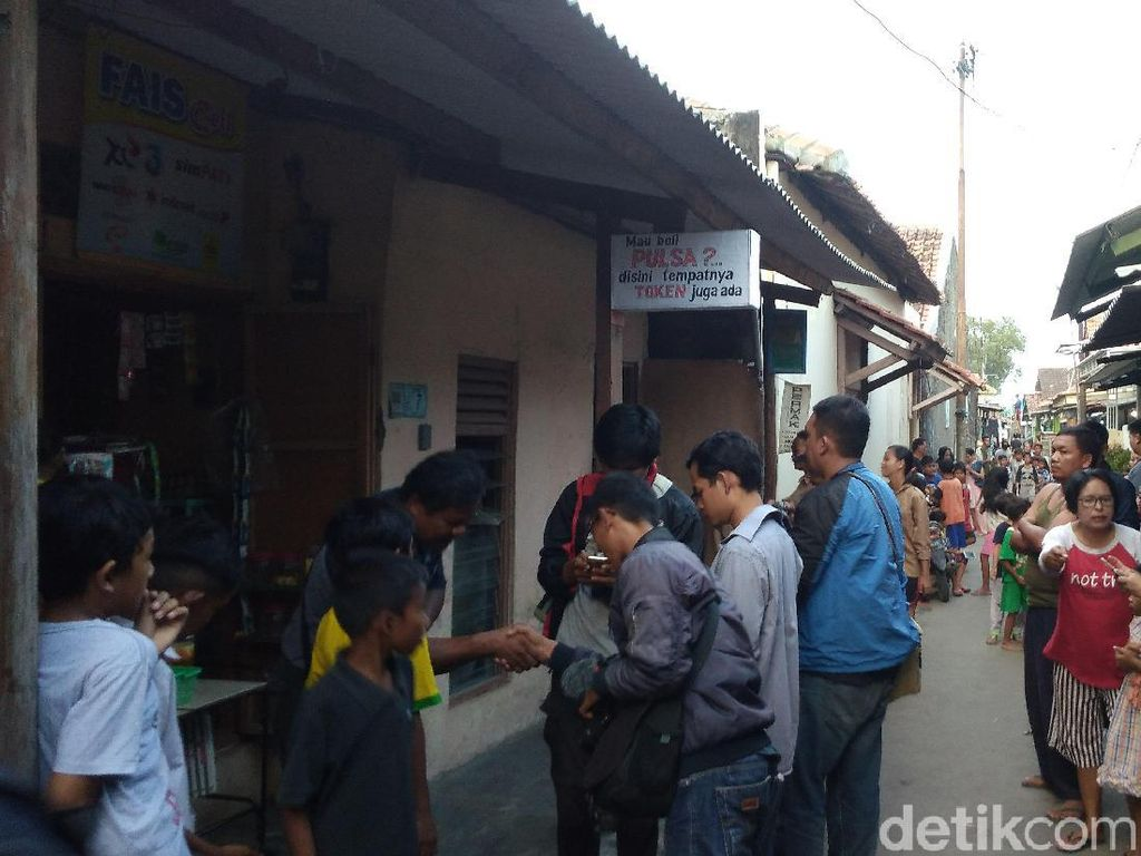 Geledah Rumah Penjahit di Cirebon, Densus Sita Pisau Lipat