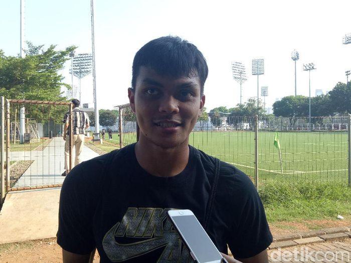 Pemain Timnas Indonesia U-23, Rachmat Irianto, mempunyai jimat cincin menuju SEA Games 2019. ( Foto: Randy Prasatya/detikcom)